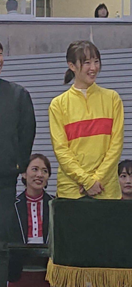 藤田菜七子・・・ ニコ→笑った!→横向いた!  やっぱり?可愛いのか?