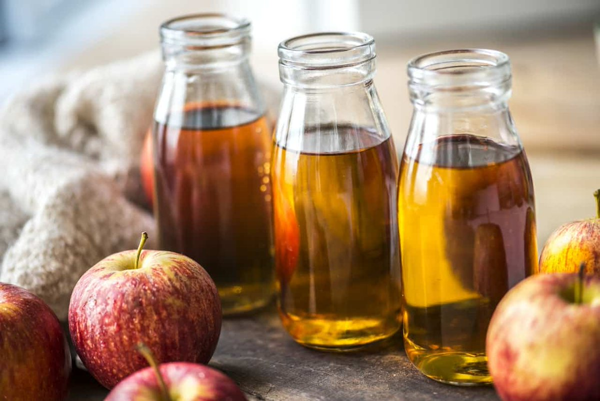 Apple Cider Vinegar May Be Beneficial for Weight Loss.   ACV contains acetic acid that benefits fat loss in several areas:  -Improves Insulin Sensitivity -Decreases Insulin -Reduces Appetite -Boosts Metabolism -Reduces Fat Storage  #weightloss #fatloss #health #mondaythoughts <br>http://pic.twitter.com/AsUc0qM87E