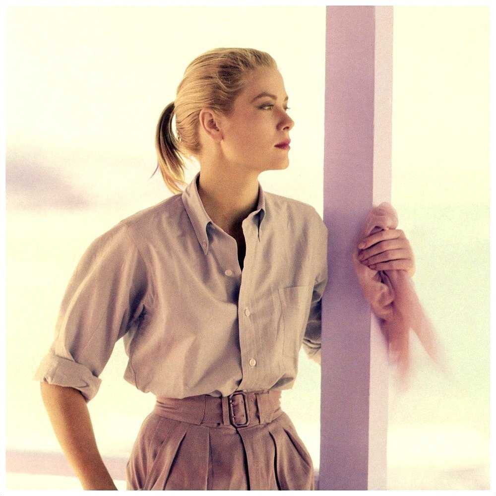 American actress #GraceKelly photographed in 1955 by #HowellConant in #MontegoBay, #Jamaica. In April 1956, she will become #PrincessOfMonaco after marrying #PrinceRainierIII. pic.twitter.com/Vy24KR46hS