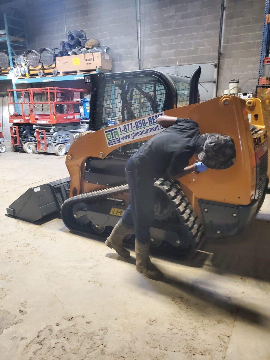 New addition to the fleet! Adding the decals! . #constructionequipment #trackloader #earthmoving #landscapingequipment #equipment #equipmentrental #heavyequipment #heavyequipmentlife #instaconstruction #minitrackloader #burlington #oakville #mississauga #milton #toronto #the6ixpic.twitter.com/pHQIXZVKV8