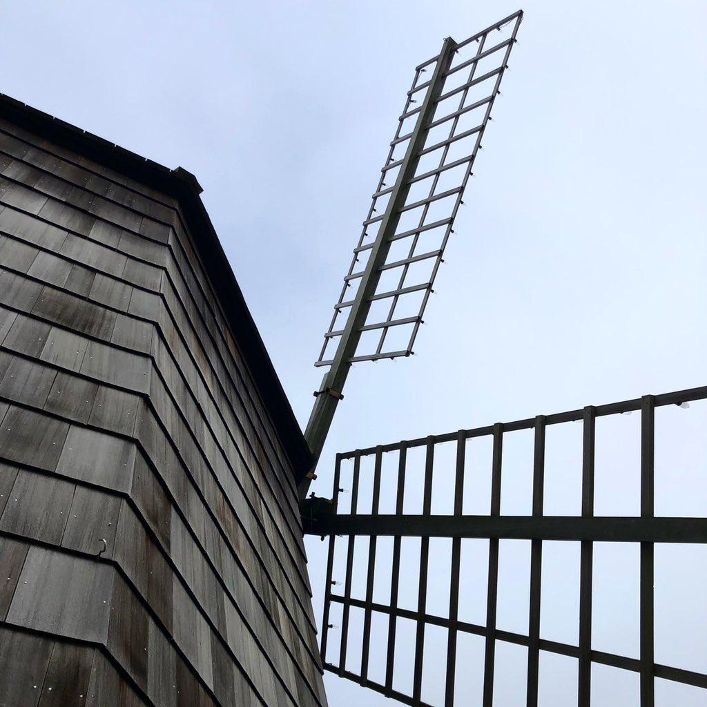 Sag Harbor  #architecture #details #sagharbor #newyork #windmill #cedar #cedarshingle #siding #architect #business #travelpic.twitter.com/GSD7oEeo9o
