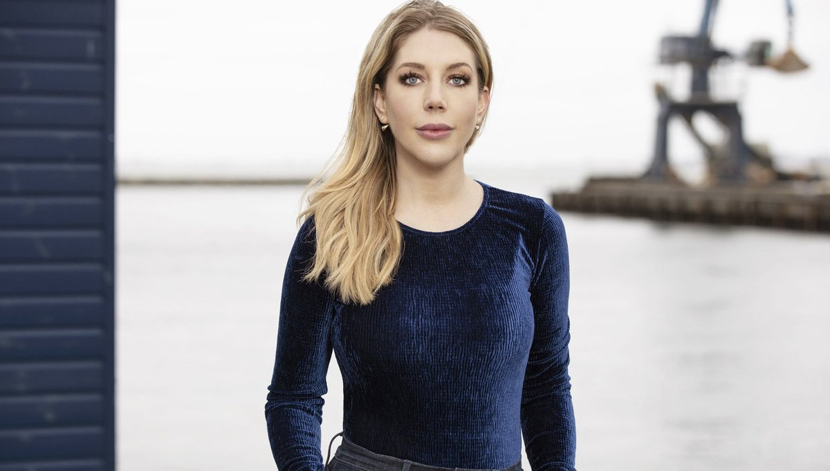 Tonights #WhoDoYouThinkYouAre takes Canadian comedian @Kathbum on a journey to discover her roots, from Nova Scotia to Dorset. 🇨🇦🏴󠁧󠁢󠁥󠁮󠁧󠁿 #WDYTYA: Katherine Ryan | 9pm | @BBCOne & @BBCiPlayer. 📺 👉 bbc.in/2OX7zua