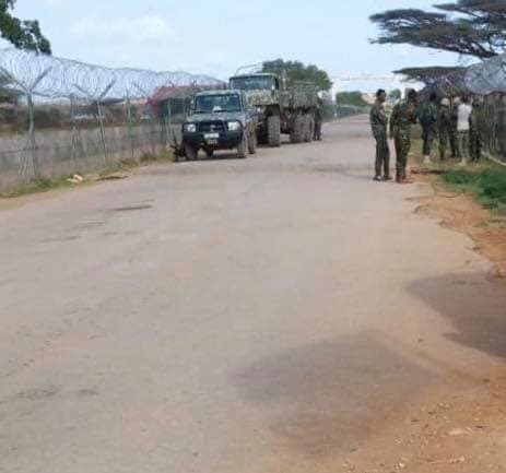 Ethiopian soldiers try to enter kismaayo Inter airport, unexplained reasons have being stopped,and turned them back to their Amisom camp, the tension is high,we receiving another report the plane carrying 200 Ethiopian soldiers flown from Goday have been refused to land kismaayo <br>http://pic.twitter.com/mi3GnkwVpy