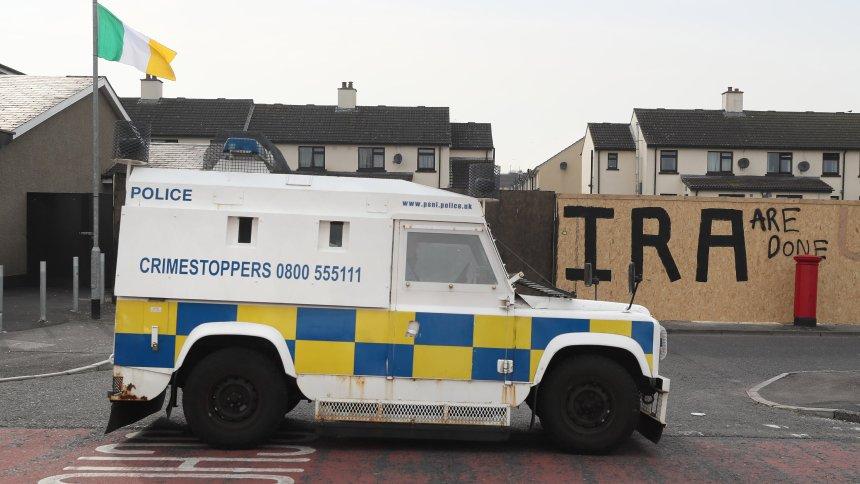 Unsicherheit durch Brexit: Bombe explodiert an Grenze zu Irland https://t.co/bjcuAr8s1g https://t.co/lSxUCTq8Kp