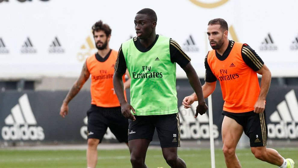 Mendy's back in training and should be fit for the game against Valladolid. Hazard, Asensio, Mariano and Rodrygo continued with their recovery processes. <br>http://pic.twitter.com/GO144p96Di