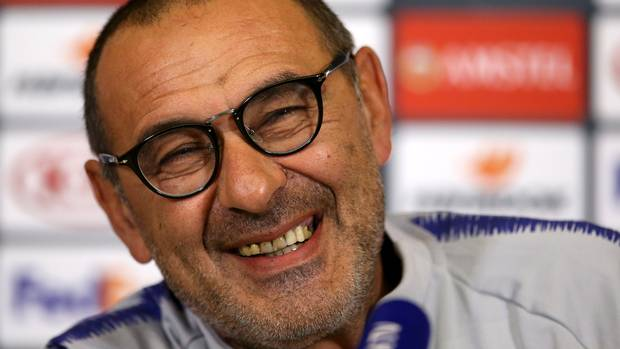 It's been confirmed within the last ten minutes or so that former Chelsea manager Maurizio Sarri has been diagnosed with Pneumonia.  Get well soon Maurizio.   #CFC <br>http://pic.twitter.com/0DTg1k0Xgq