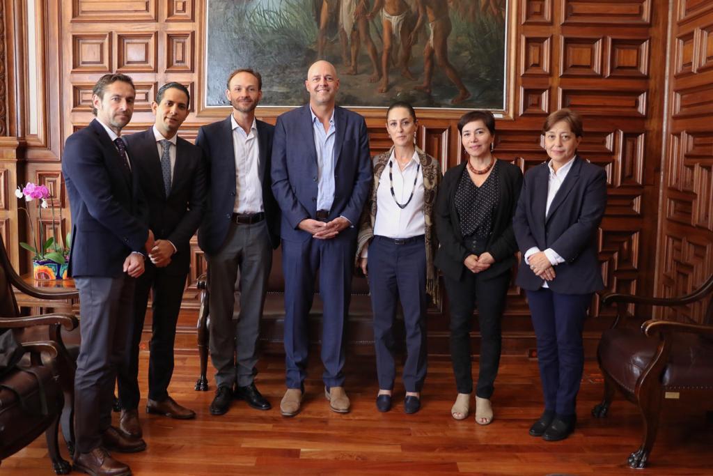 Recibimos a Malcolm Pruys y a directivos de la empresa sueca @mx_ikea; están haciendo una inversión muy importante en la Ciudad de México que creará empleos. Les comentamos que nos interesa que todas las obras se desarrollen de manera sustentable y en coordinación con los vecinos