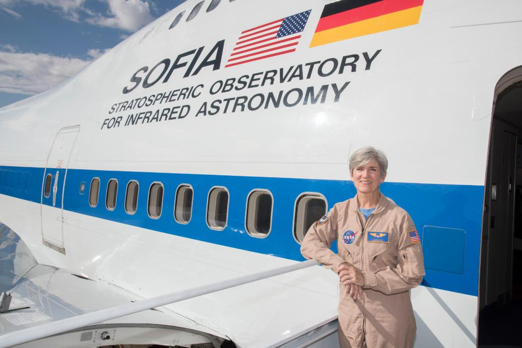 """I always wanted to be in the air, whether that was in a plane, on a Ferris wheel, or on a roller coaster. I loved the feeling of being in the sky."" Meet Elizabeth Ruth, NASA research pilot: go.nasa.gov/2Mq1l3L #AviationDay"