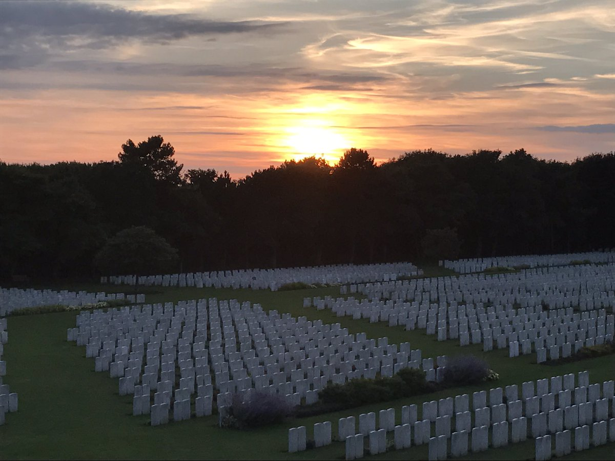 At The Going Down Of The Sun @CWGC Etaples Cemetery #standeasy<br>http://pic.twitter.com/w2B7vkZKIO