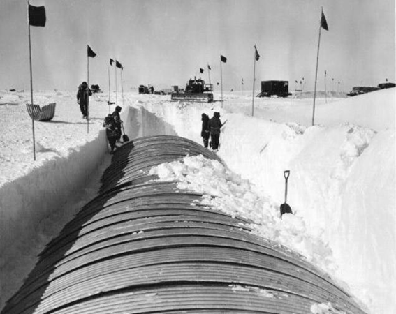 Magnate inmoviliario-presidente quiere aumentar sus activos comprando a Groenlandia; indicó estudiar esa posibilidad, debido a sus abundantes recursos e importancia geopolítica. No es el primero, antes lo hizo Truman; allí tienen una base militar. Hasta ahora Dinamarca se niega.