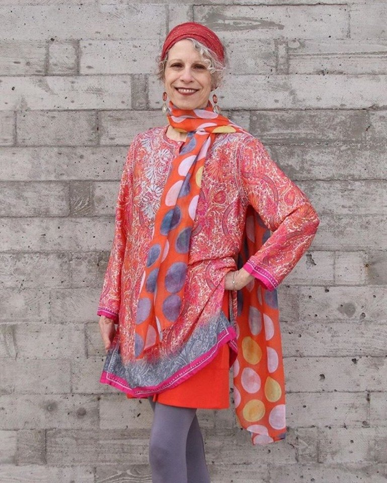 At #Caiteclothing, we love a bold look. This print combination of a polka dot scarf with the #LoveKyla Mosi tunic in the year's hottest color, Living Coral, is a hit! (: @fyberworks) <br>http://pic.twitter.com/efurdWxo7g