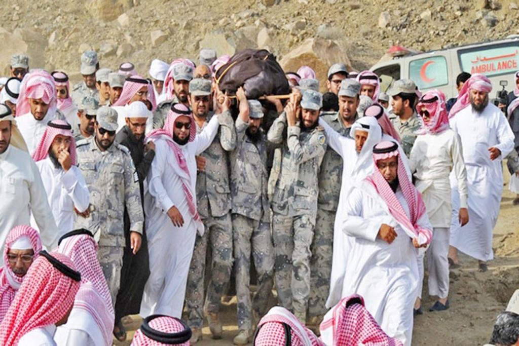 سؤال:هل أصبح مقتل جنودسعوديين في الحد الجنوبي خبرآ عاديآ ؟ لماذل لايتحرك الاعلاميون والكتاب السعوديون المرتزقه ومااكثرهم في الصحف والمواقع والمنصات الأعلاميه لأبراز تضحيات أبنائهم والوقوف بجانب أسرهم ، بدلا من الإنشغال بقطر والأساءة لها. @abdulrahman @aalrashed