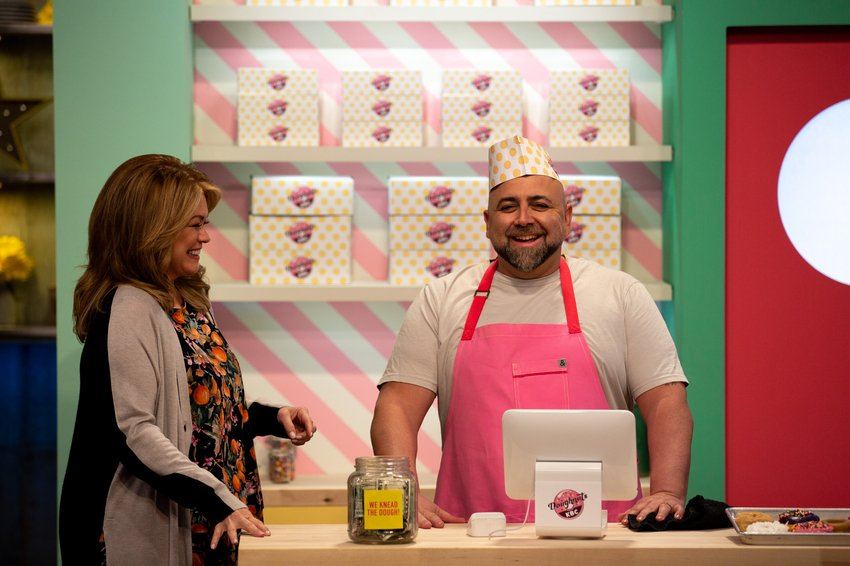 Doughnut forget to watch #KidsBakingChampionship tonight 'cause the bakers have to make GIANT doughnut cakes! Catch an all new episode at 9/8c on @FoodNetwork  <br>http://pic.twitter.com/VrbKFrveZS