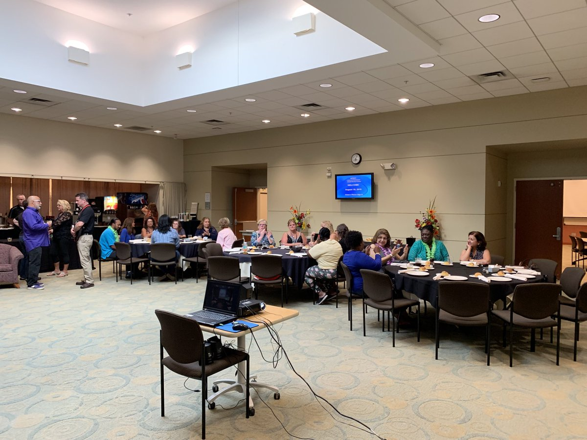 It's a great evening at @nysut! Why? Because our fabulous @nysut ELT SRP Train the Trainer training is kicking off! #SRPsareEssential #SRPSrock<br>http://pic.twitter.com/6pRQnBd4qZ