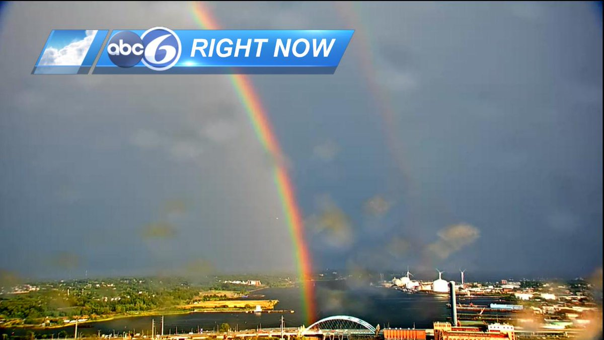 Yep, this is cool.....so bright! Reflection off the water! Wow! @jdesnoyersabc6