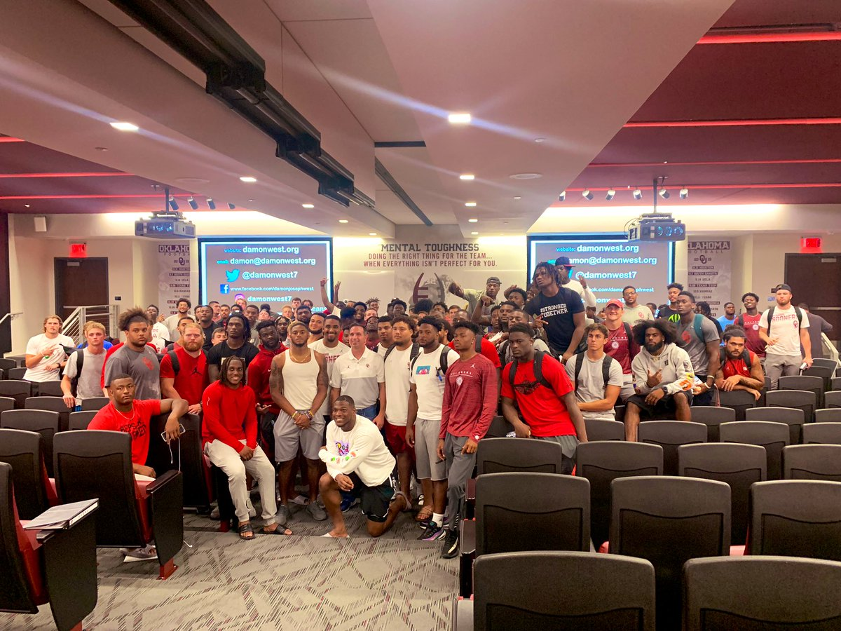 One of the best talks I've ever heard. Thank you @damonwest7 for such an inspirational and real message! @OU_Football #GrowU #coffeebeans<br>http://pic.twitter.com/SZM1ypNk8b – à Gaylord Family Oklahoma Memorial Stadium