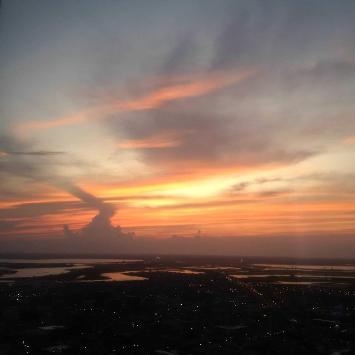 Look how pretty....sunset over Atlantic City. <br>http://pic.twitter.com/GaOBersuci