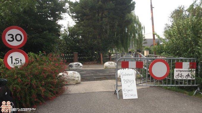 Collegevragen inzake afgesloten brug bij Baakwoning https://t.co/D4JPeUyLa8 https://t.co/CuUlZjtcP3
