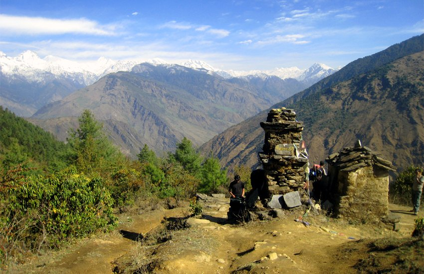 """Named after the elephant-headed God of Good Fortune, Ganesh, son of #LordShiva, the #GaneshHimal range can be seen clearly from the #KathmanduValley, #ganeshhimalregion is quite prominent, the """"Great Himalayan Chain"""" forming a magnificent skyline.#himalecotreks"""