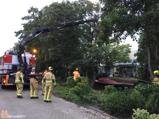 Boom dreigt om te vallen bij Gerbrandystraat https://t.co/VrYxMM1QY1 https://t.co/rYSdW1uAJr