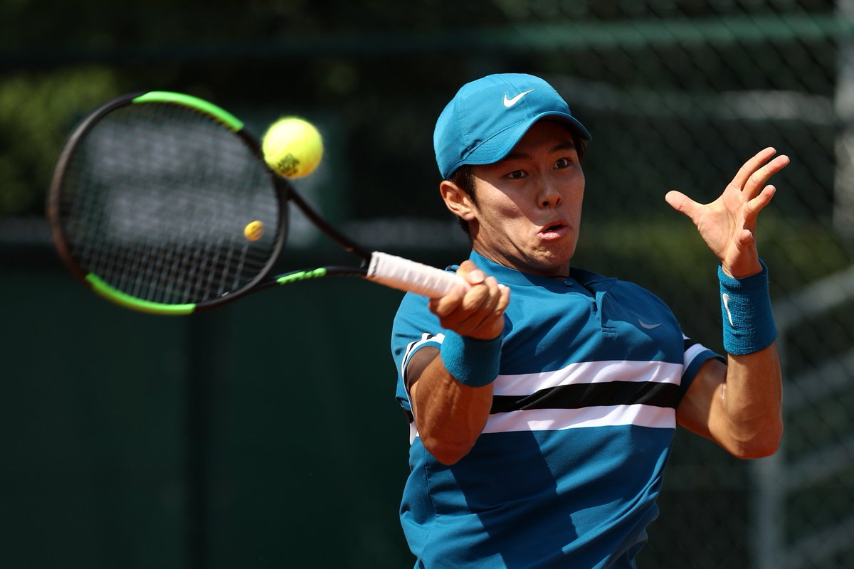 A major moment in this young man's journey.  Duckhee Lee becomes the first deaf professional tennis player to win an @ATP_Tour main-draw match at the @WSOpen <br>http://pic.twitter.com/8117HeS0Aa