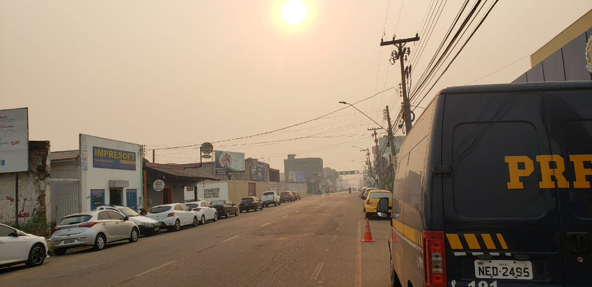 This is Porto Velho, capital of the state of Rondonia. There are no clouds (and no filter), just smoke. #PrayforAmazonia #PrayforRondonia<br>http://pic.twitter.com/CzUSs0hA6j
