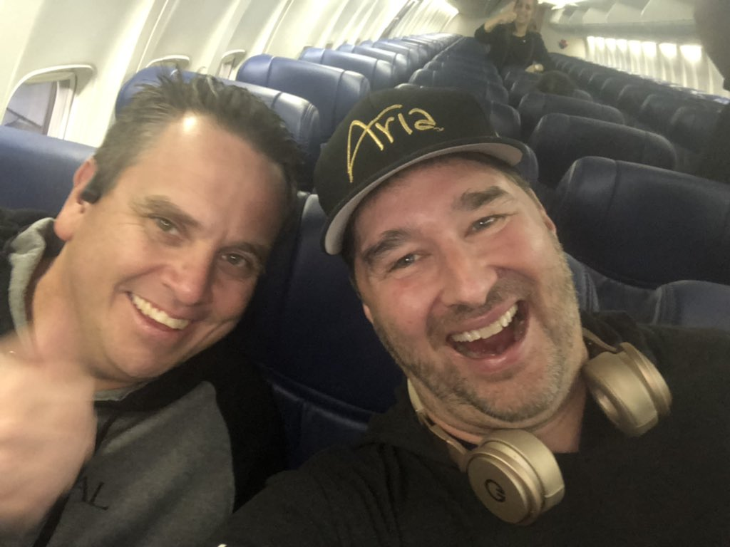 Look who I ran into at the San Jose airport! Most folks think he's best tourney director in the world, but he's down 37 ($370) points in two hands in Pineapple: YUM YUM! Matt is a great guy! Headed to Vegas #POSITiVITY <br>http://pic.twitter.com/vmgMU5Nn8X