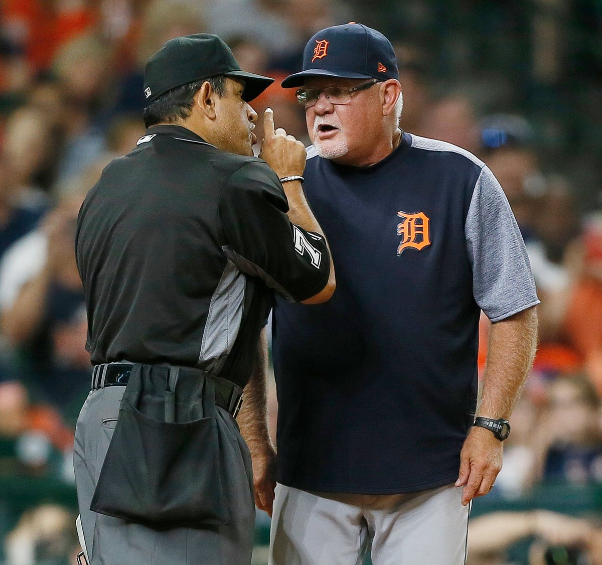Baseball's over for the night.Before we go, enjoy this photo of Ron Gardenhire & Alfonso Marquez  arguing about who makes the best chicken sandwich (hint: it's Popeye's)Night, y'all.
