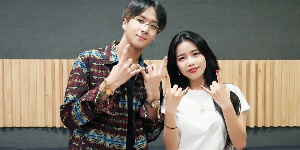 VIXXs Ravi & MAMAMOOs Solar hilariously recreate their photobomb pic from 3 years ago 📸 allkpop.com/article/2019/0…