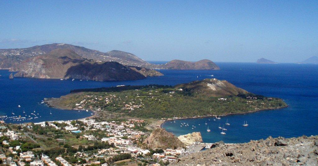 #blogsicilia L'arcipelago delle Eolie è costituito da sette isole disposte a forma di Y.
