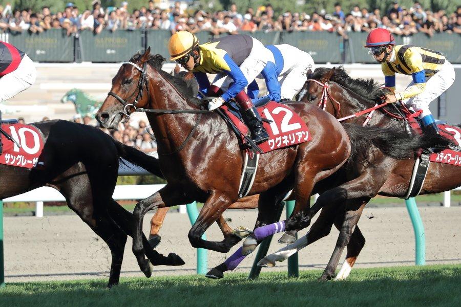 2019年8月18日(日)、札幌競馬場、11R、第55回札幌記念(GII)、4着、12番、ワグネリアン  、福永 祐一  騎手、スタート直後。