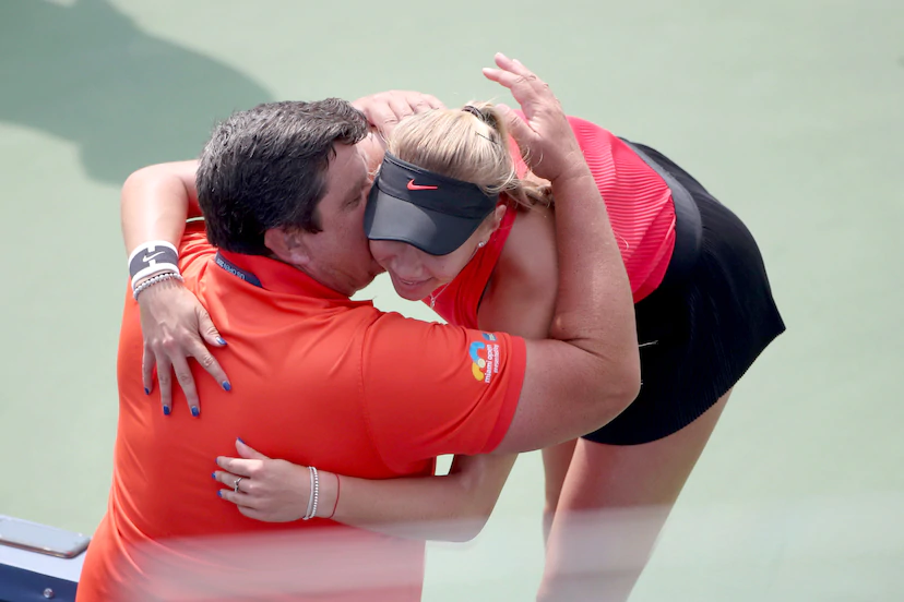 Amanda hugs her father after winning the 2017 US Open junior girls title.  Rest in Peace <br>http://pic.twitter.com/lndhHIV80O