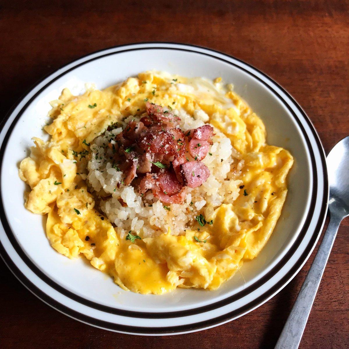 ★卵はトロトロでも、固めに焼いて炒飯のように仕上げても美味しい★マヨネーズは牛乳でも★直径22cmのフライパン使用ですが、食卓に出せるようなのがなければ写真の様にお皿に盛って✨★レンジじゃないので、倍量など自由に(2人分で卵3個とか)★より詳しくはブログに