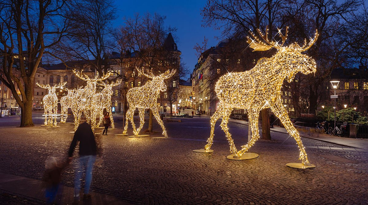 Mk Illumination Di Twitter Sweden Is Definitely A Place To Visit If You Love Festive Lighting Wander Through The City Of Stockholm To Enjoy Stockholsmjul Enjoy The Art Deco Style Chandelier In Hansa