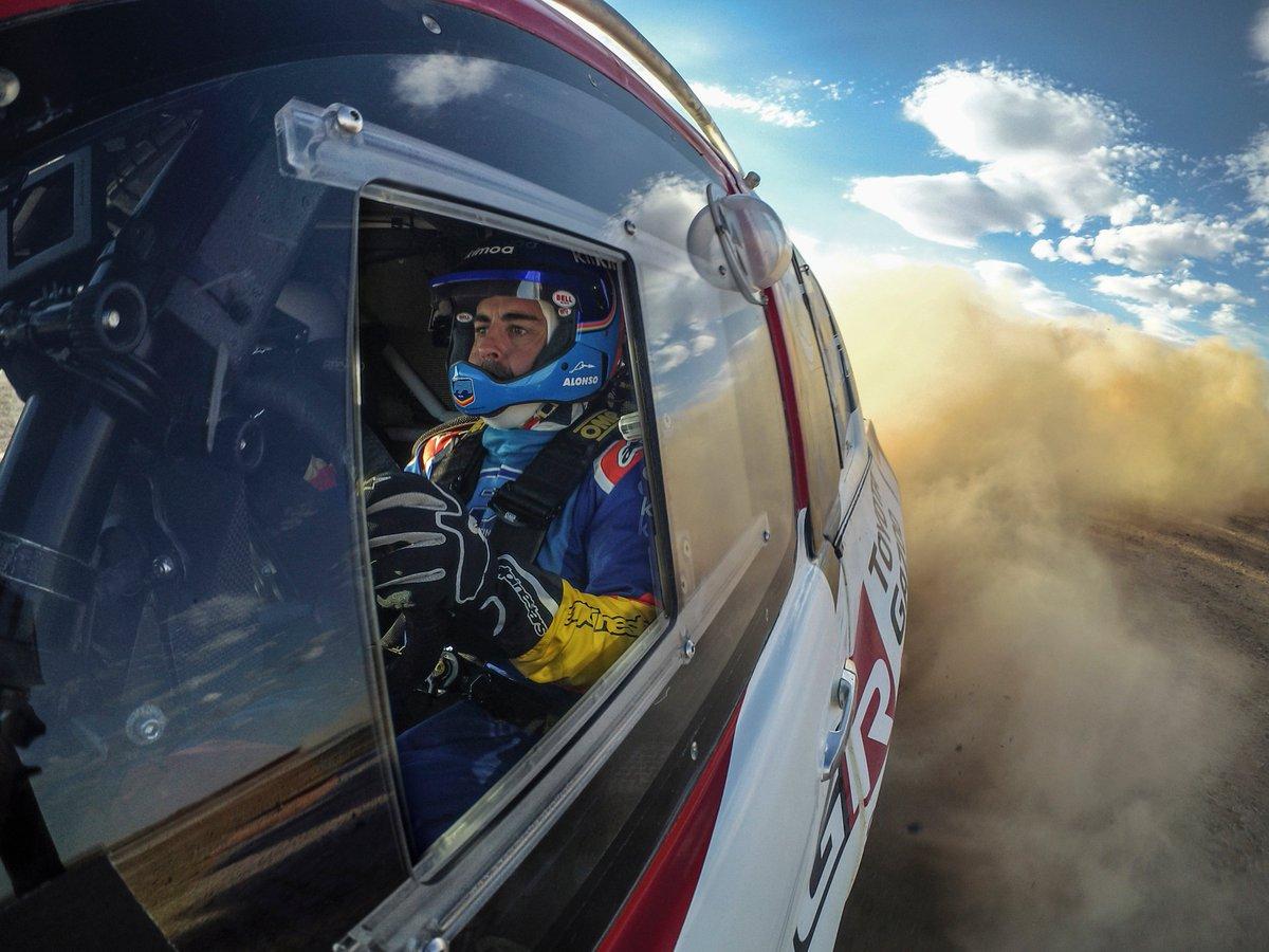 \ダカールラリーに向け、アロンソ選手と準備開始🚙💨/ WEC 2018-19シリーズチャンピオン🏆を獲得したフェルナンド・アロンソ選手(@alo_oficial)と @TOYOTA_GR は、今後数か月に渡り協力を続け #Dakar2020 に参戦予定のハイラックスでテストを行います❗ アロンソ選手のコメントは画像でご覧下さい!