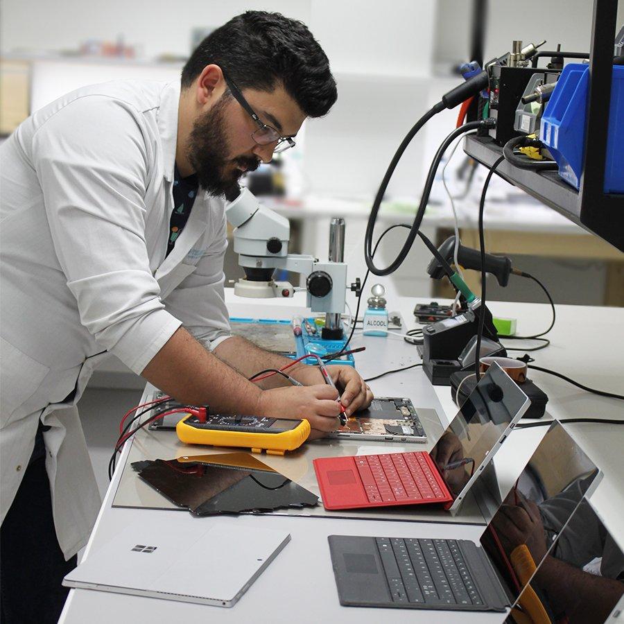 Possuímos Técnicos especializados na reparação de Microsoft Surface. Sempre com garantia sobre o serviço.  Consegue um orçamento grátis em http://www.ptelemoveis.pt | 244001251 | suporte@ptelemoveis.pt   #ptelemoveis #surface #microsoftrepair pic.twitter.com/9fxDee2zUa