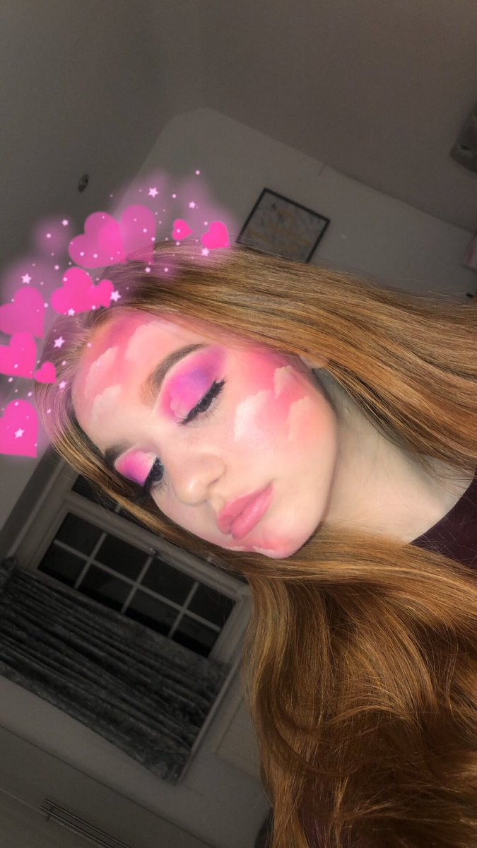 lil cloudy look that i did the other day #makeup #makeupartist #makeupinspo #aesthetic #pink<br>http://pic.twitter.com/enVl6i6NEk