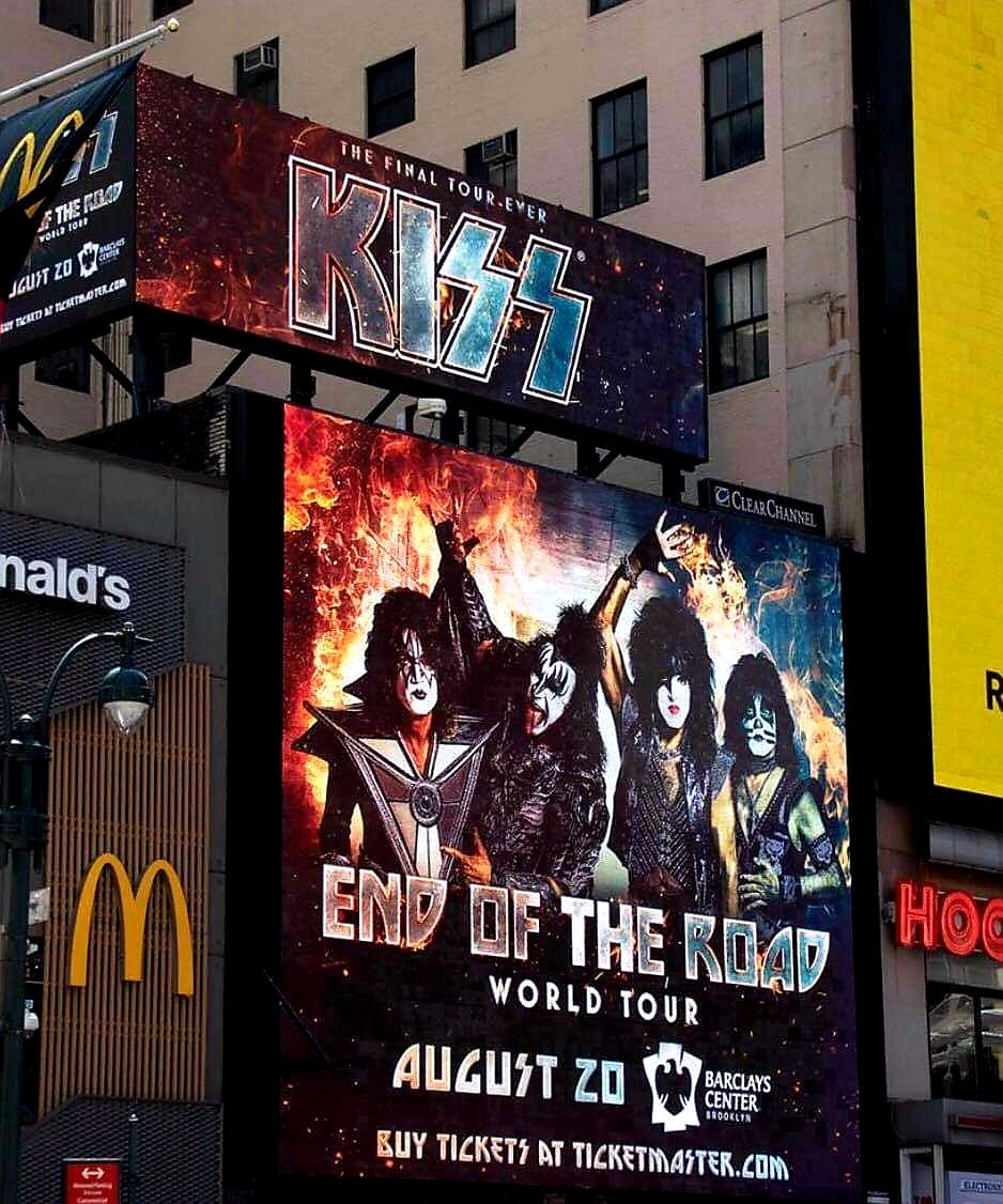 TONIGHT! #EndOfTheRoad World Tour invades the @barclayscenter in #Brooklyn.
