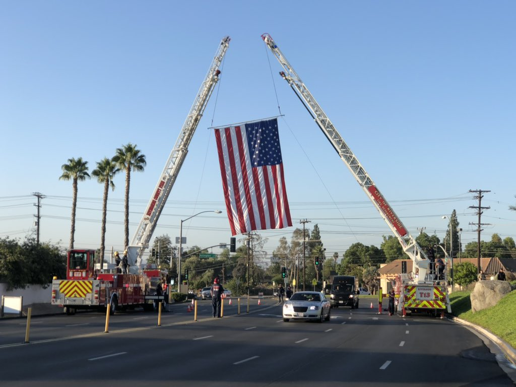Riverside fire Truck 13 is one of two that posted what's called the garrison flag. Truck 13 (but not this crew) responded to the shooting that killed CHP Officer Andre Moye Jr. https://t.co/IRv7yMwZJ1