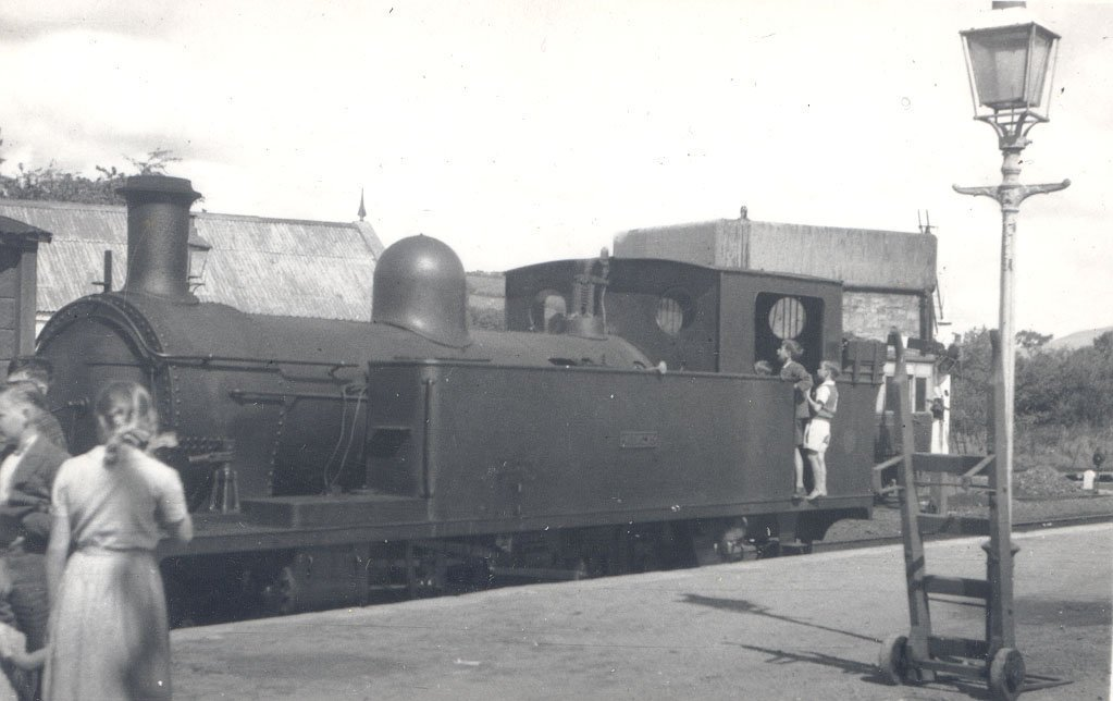 ECa7RWiUIAA17HR - The County Donegal Railways