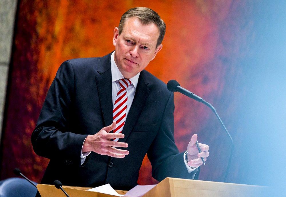 Minister Bruins over zorgkosten: Vreselijk dat mensen deze oplossingen kiezen rtlnieuws.nl/nieuws/nederla…