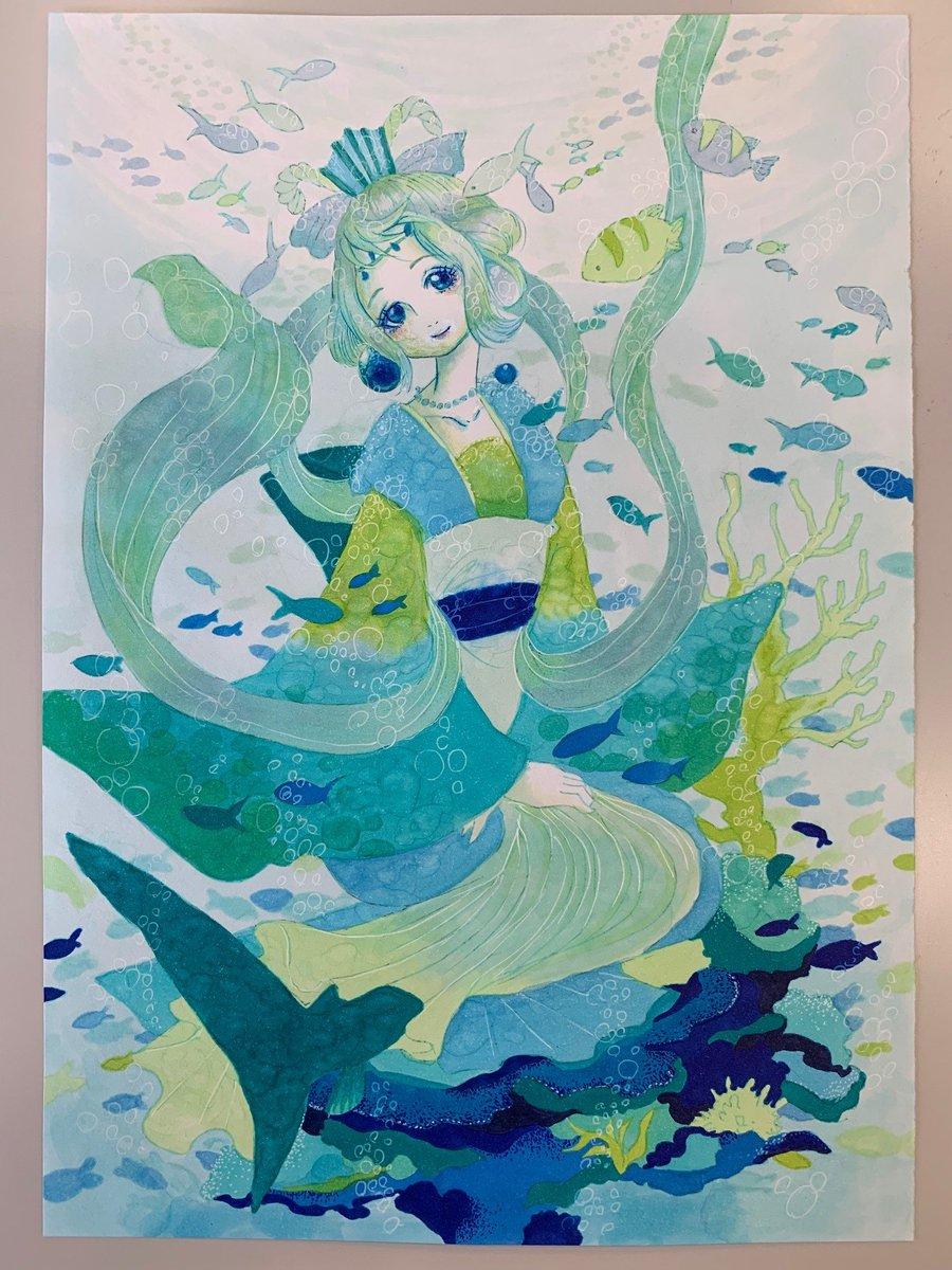 今週の江口先生の落書きは、暑い夏に涼しさを感じさせるこちら! 29巻限定版に付くOADに登場する豊玉姫(とよたまびめ)です! キャストは國府田マリ子さん! 裏側もきれいだったので公開してみました! #鬼灯の冷徹