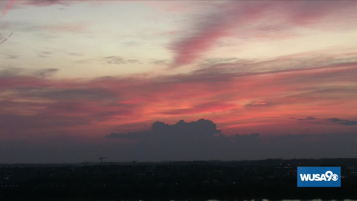 GREAT color this morning from the Nation's Capital.  Hope your Tuesday is as good as this morning's sky.  #WUSA9Weather #GetUpDC <br>http://pic.twitter.com/zv9N15ijSh