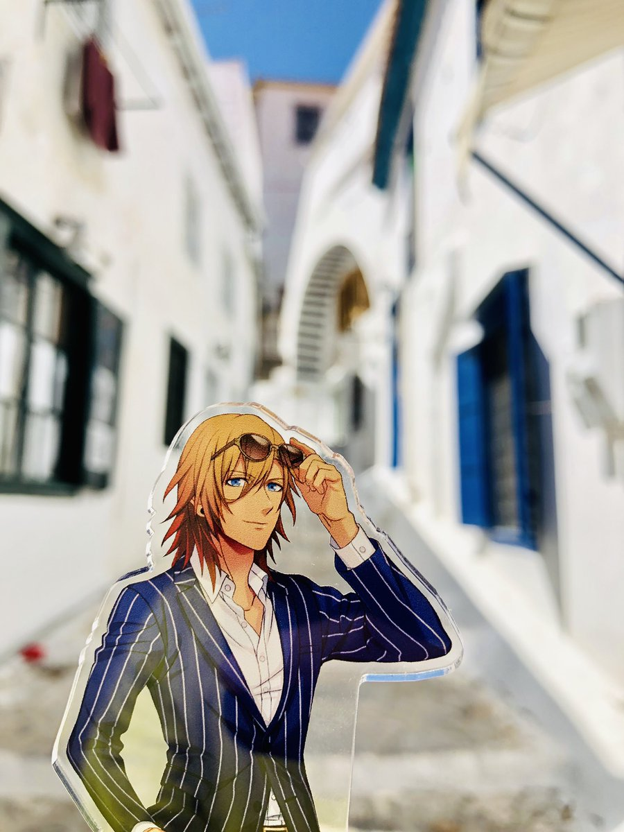 レンくんが立った場所に立ちたくてここまで来ました。青い空に白い家、きれいだった。