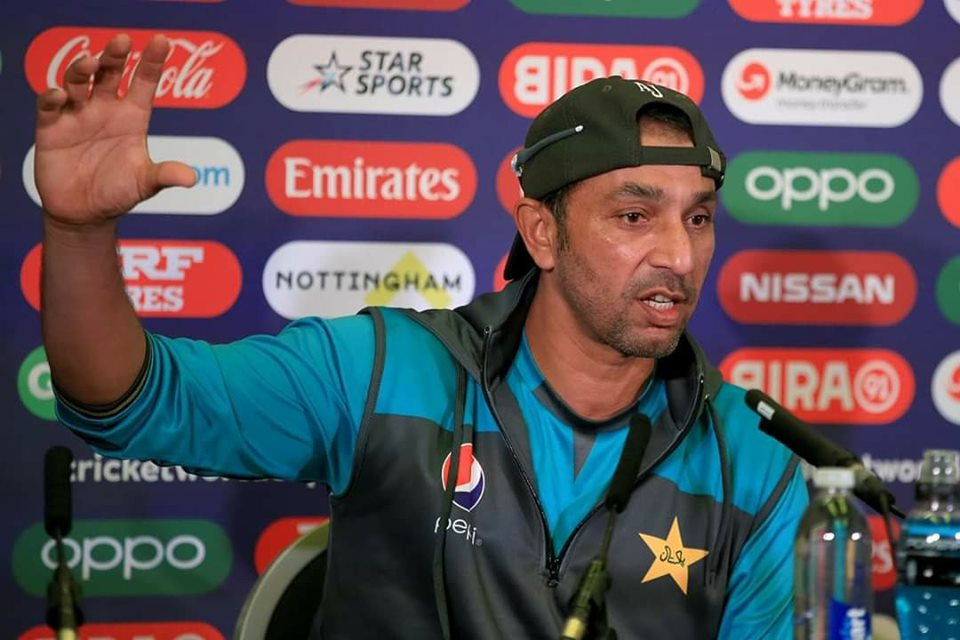 Mickey Arthur started selecting playing 11 after lifting Champions Trophy & Usman Shinwari must have played #CWC19 as his performance was excellent - Azhar Mahmood#BringBackMisbah#PakistanAirForce