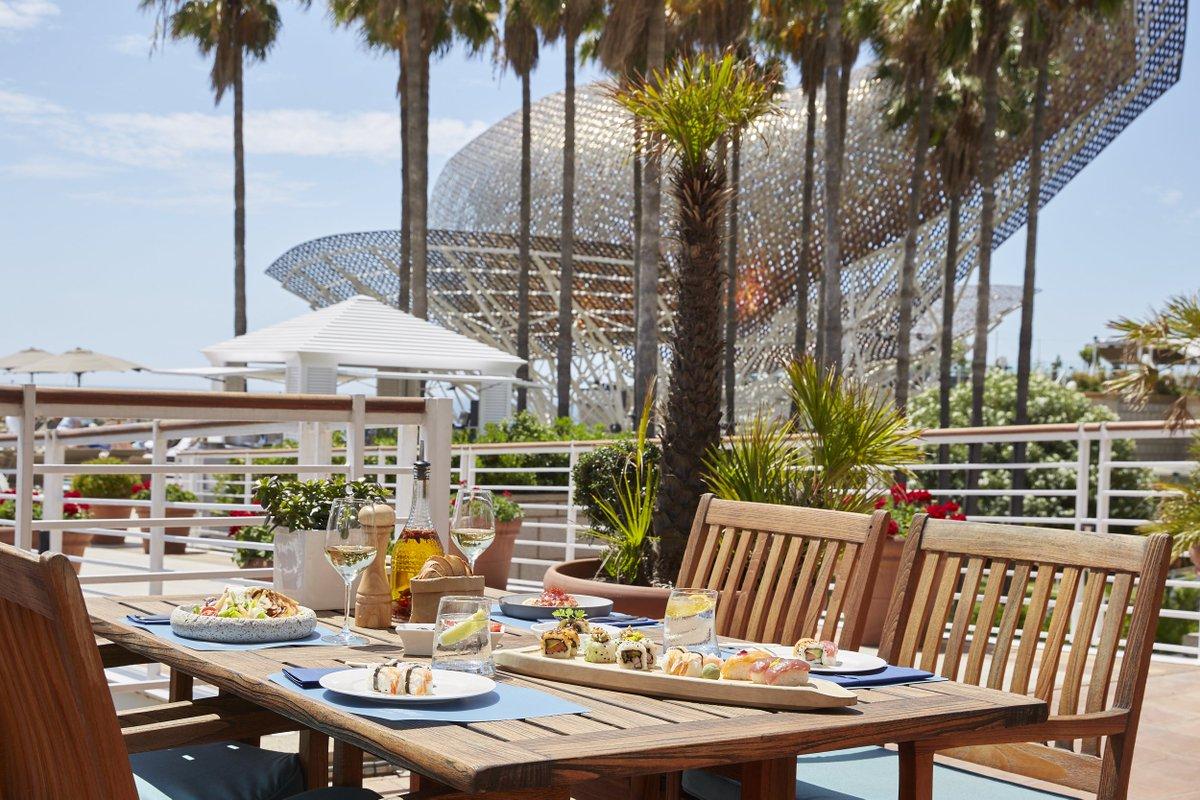 Beautiful views to feed your soul and al fresco food to feed your body https://t.co/Sq3Ls04lz4 #hotelartsbarcelona #MarinaRestaurant https://t.co/EkriY84Quq