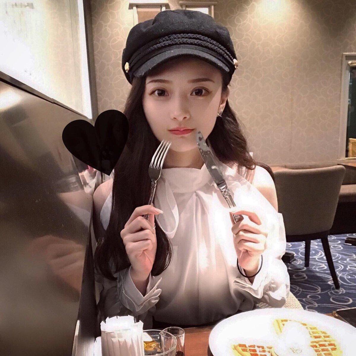 キャスケットはZARAでトップスは去年の秋か春に韓国で買ったものです😇😇韓国のカロスキルにあるお気に入りのお洋服屋さんなんですけど名前がわからない。思い出せない。ただあそこに行くと爆買いしてしまう。
