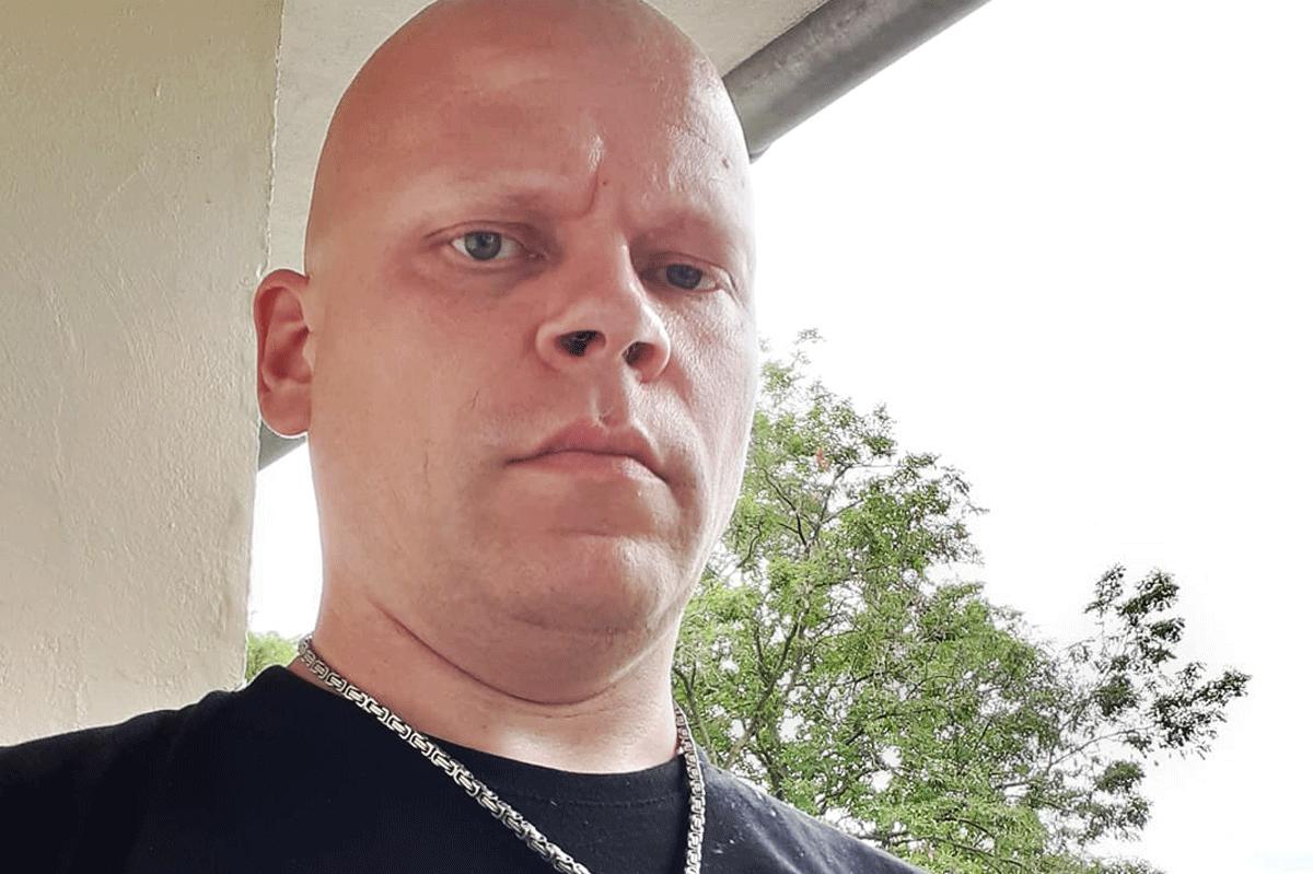 Der aus der Haft entlassene Bernd Tödter beteiligte sich ebenfalls an der Veranstaltung. Tödter saß in der Vergangenheit mehrfach wegen schweren Gewaltexzessen in Haft. Bereits in den 90er Jahren prügelte er einen Menschen zu Tode. - #NoNazisSH https://t.co/uxBiyBKWFG
