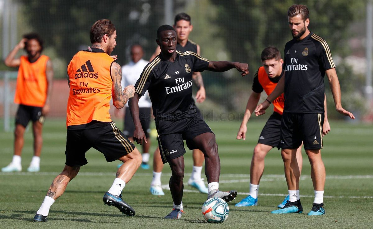 Training | Asensio, Rodrygo, Eden Hazard, Brahim Díaz and Ferland Mendy continued with their recovery programmes, with the Frenchman again completing part of the session with the group. <br>http://pic.twitter.com/jGjLNIIrvV