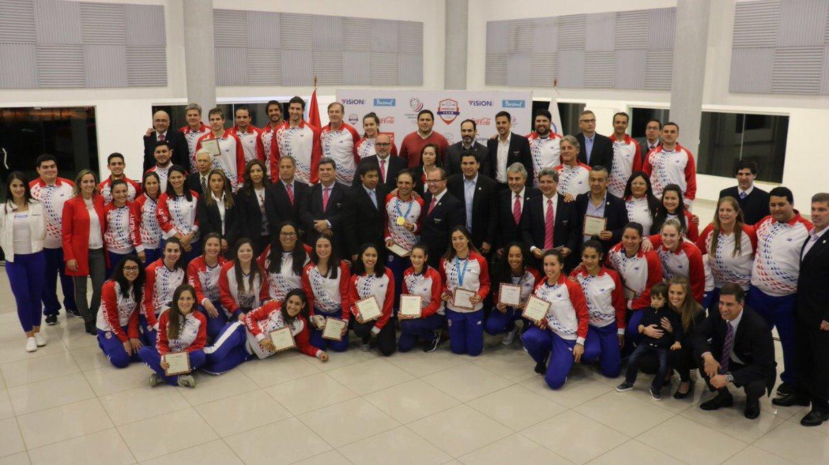 #Lima2019 Los atletas que representaron a Paraguay en los Panamericanos recibieron premios y distinciones.🇵🇾 💰Se entregaron entre 5.000 y 15.000 dólares a los medallistas. 🏊♂️Igualmente, homenajearon a los campeones del Mundial Másters de Natación. 📲bit.ly/2MsRJ8k